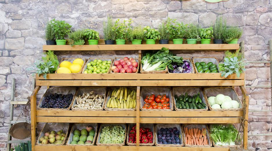 fruit vegetables shelves background | Autor: luca Lorenzelli