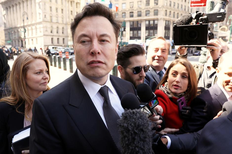 FILE PHOTO: Tesla CEO Elon Musk arrives at Manhattan federal court for a hearing on his fraud settlement with the Securities and Exchange Commission (SEC) in New York | Autor: BRENDAN MCDERMID/REUTERS/PIXSELL/REUTERS/PIXSELL