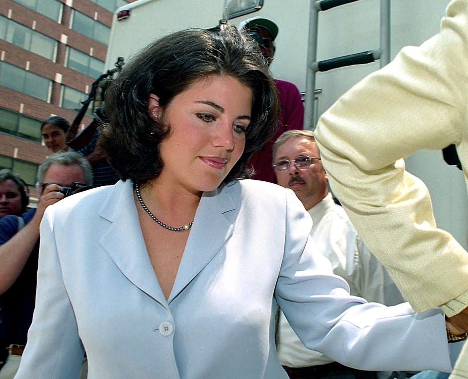 Monica Lewinsky at Lawyer's Office | Autor: Ron Sachs