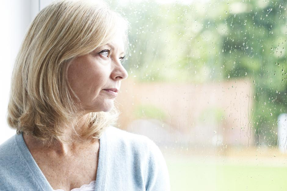 Sad Mature Woman Suffering From Agoraphobia Looking Out Of Windo | Autor: HighwayStarz