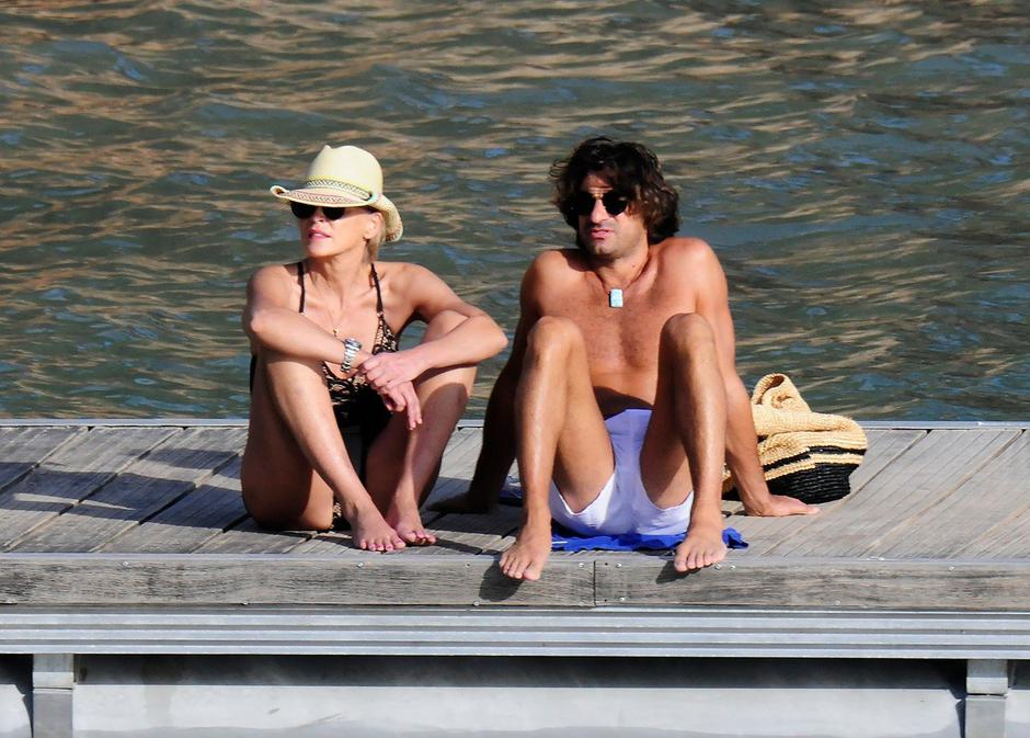 Hollywood actress Sharon Stone 60yrs seen on a Romantic holiday with her new boyfriend,  Italian property magnet boyfriend Angelo Boffa 41 yrs in Spain. | Autor: Profimedia