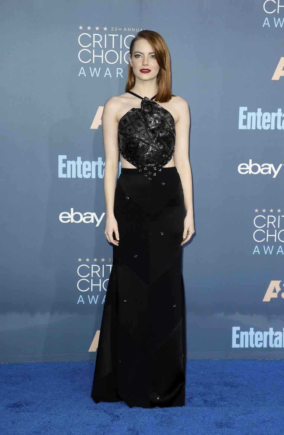 Emma Stone arrives at the 22nd Annual Critics' Choice Awards in Santa Monica | Autor: DANNY MOLOSHOK