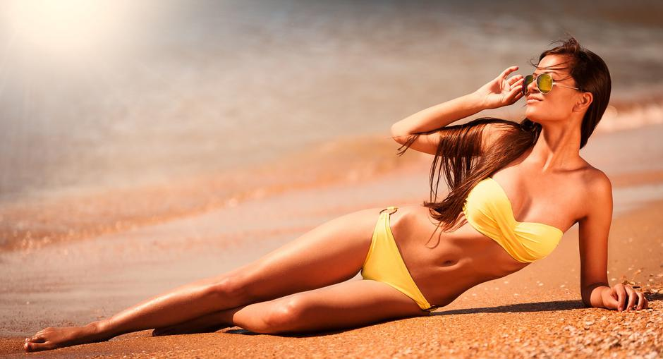 brunette woman yellow bikini sea | Autor: Ekaterina_Marory