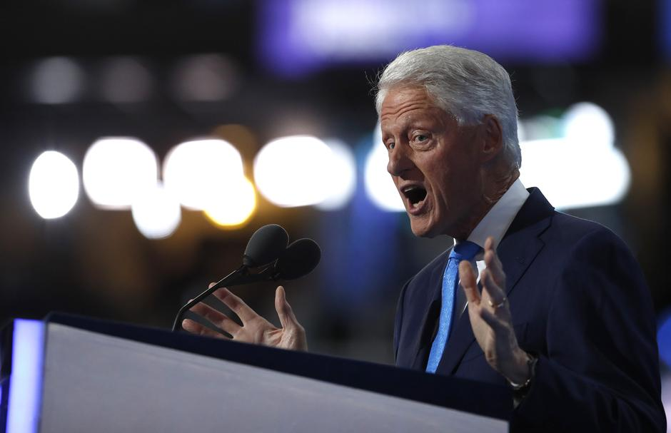 Former U.S. President Bill Clinton speaks during the second night at the Democratic National Convention in Philadelphia | Autor: JIM YOUNG
