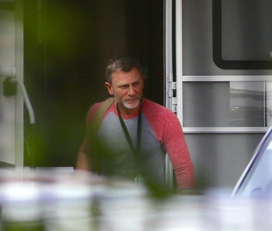 EXCLUSIVE: Daniel Craig seen at Pinewood studios after filming of the new James Bond film was stopped due to him injuring himself | Autor: Profimedia