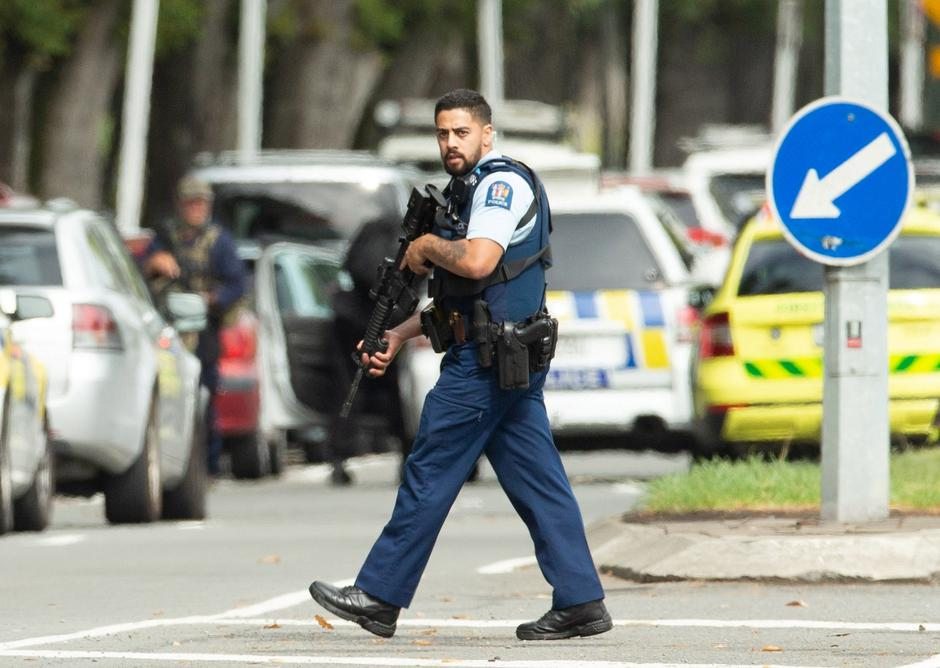 Armed police following a shooting at the Al Noor mosque in Christchurch | Autor: STRINGER/REUTERS/PIXSELL/REUTERS/PIXSELL