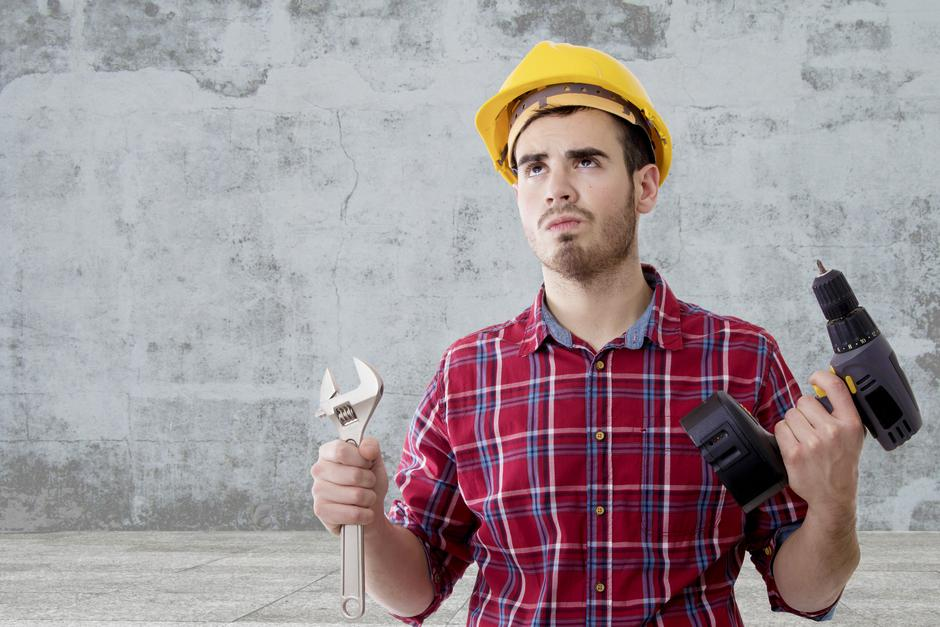 builder tools and construction helmet | Autor: Dreamstime