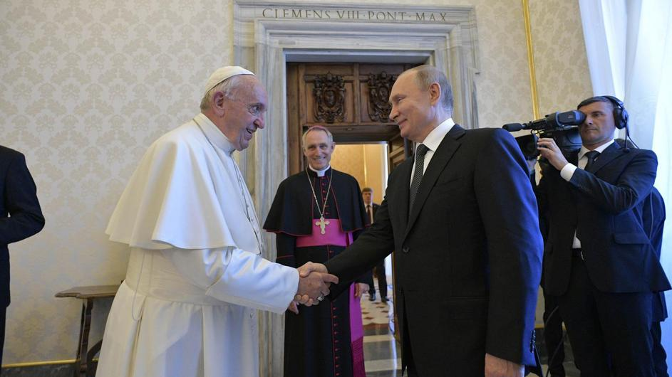 Russian President Vladimir Putin meets Pope Francis at the Vatican