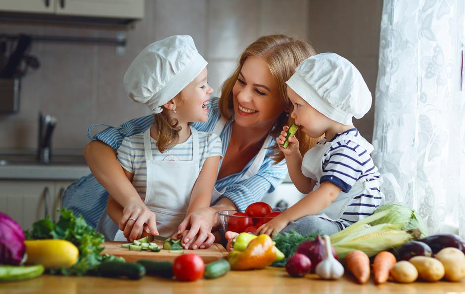 Healthy eating. Happy family mother and children prepares  vegetable salad | Autor: Evgeny Atamanenko
