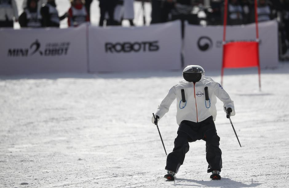 A robot takes part in the Ski Robot Challenge at a ski resort in Hoenseong | Autor: KIM HONG-JI