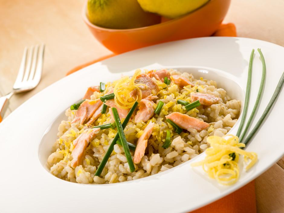 risotto with fresh salmon chive and lemon peel, healthy food | Autor: Dreamstime