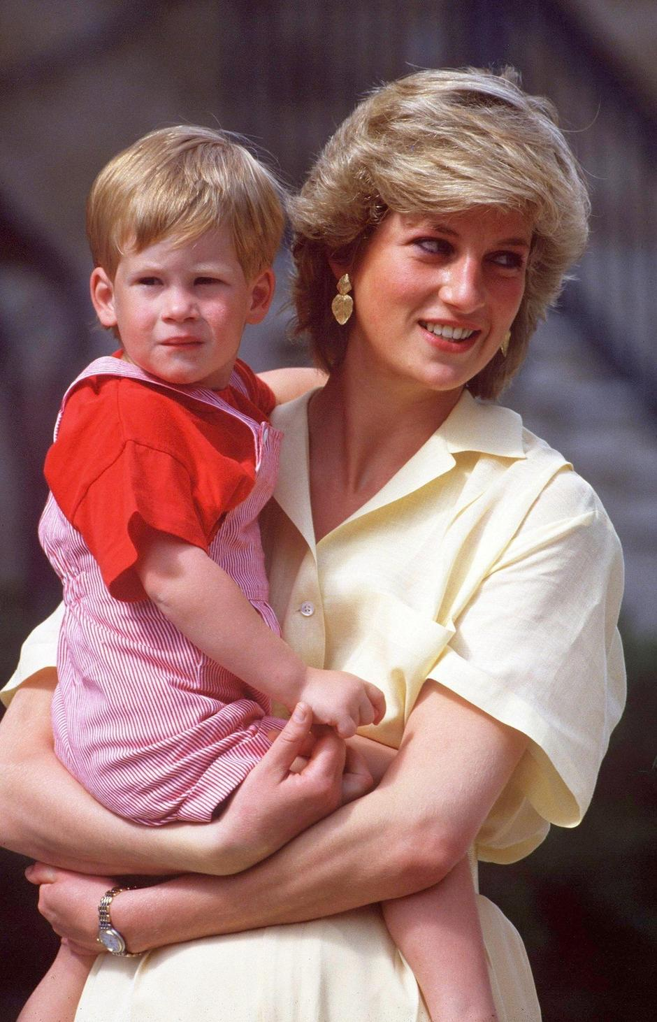 PRINCESS DIANA WITH PRINCE HARRY - 1987 | Autor: Profimedia