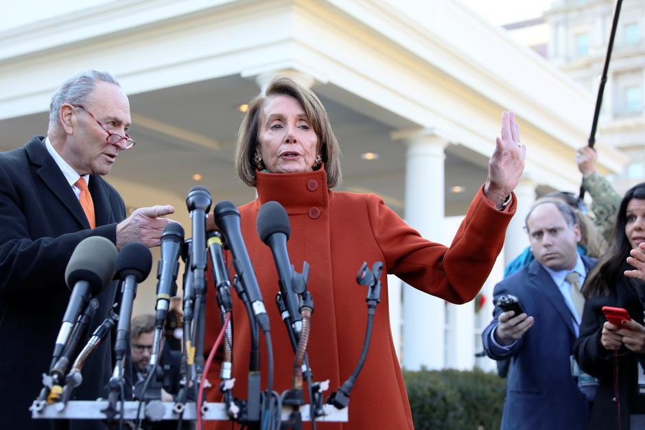 Minority Leader Schumer and House Speaker designate Pelosi speak to reporters after meeting with President Trump at the White House in Washington | Autor: JONATHAN ERNST
