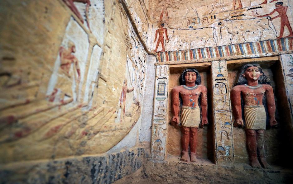 Statues are seen inside the newly-discovered tomb of 'Wahtye', which dates from the rule of King Neferirkare Kakai, at the Saqqara area near its necropolis, in Giza | Autor: MOHAMED ABD EL GHANY