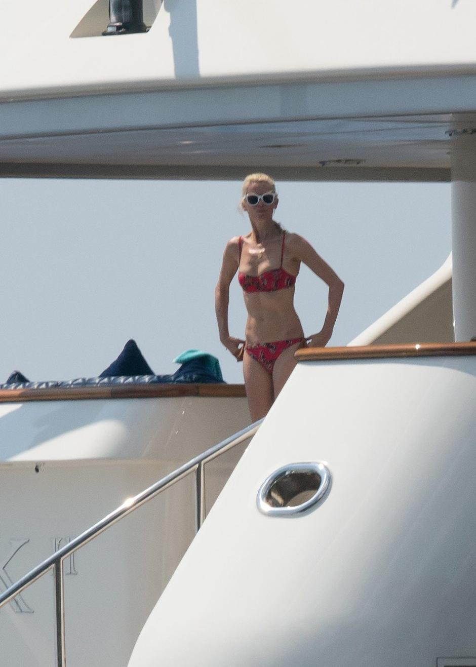 EXCLUSIVE: Claudia Schiffer enjoys a vacation in Italy with family and friends | Autor: Profimedia