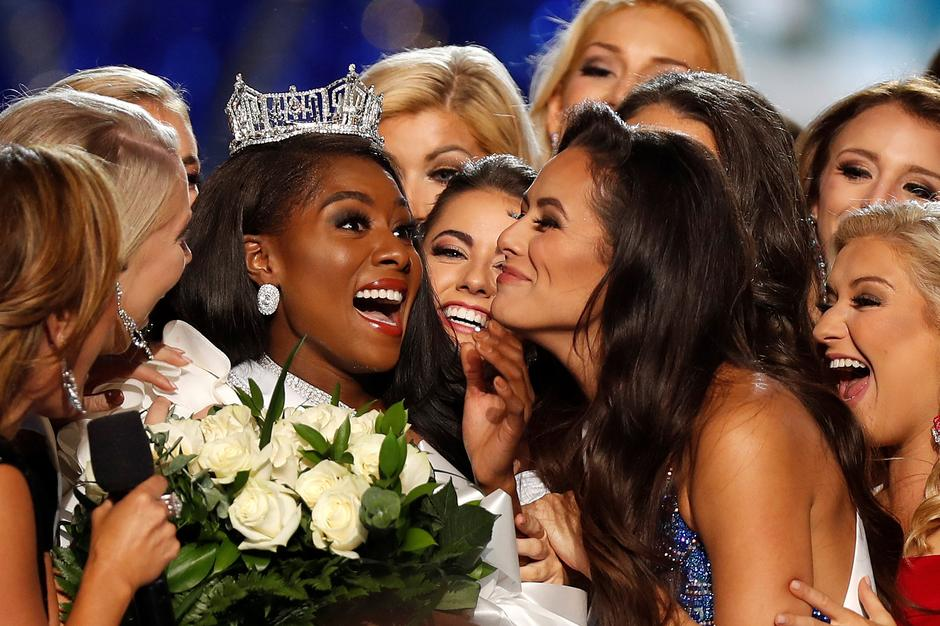 Miss New York Nia Imani Franklin reacts after she won Miss America on stage in Atlantic City | Autor: CARLO ALLEGRI/REUTERS/PIXSELL/REUTERS/PIXSELL