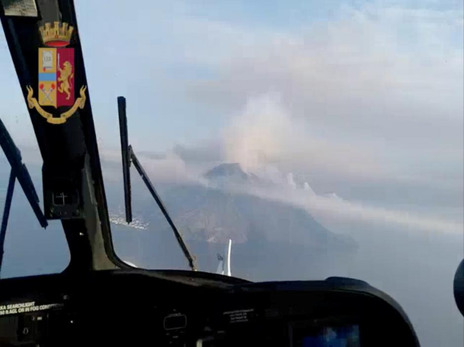 Police chopper aerial still image of volcano after eruption over Stromboli | Autor: Handout/REUTERS/PIXSELL/REUTERS/PIXSELL