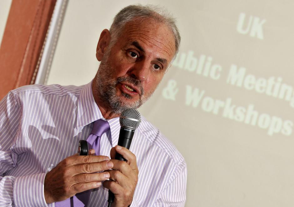 'Dr Death' Dr Philip Nitschke at the Opening of His 'Suicide Workshop' in Bournemouth, Dorset, Britain - 05 May 2009 | Autor: Profimedia