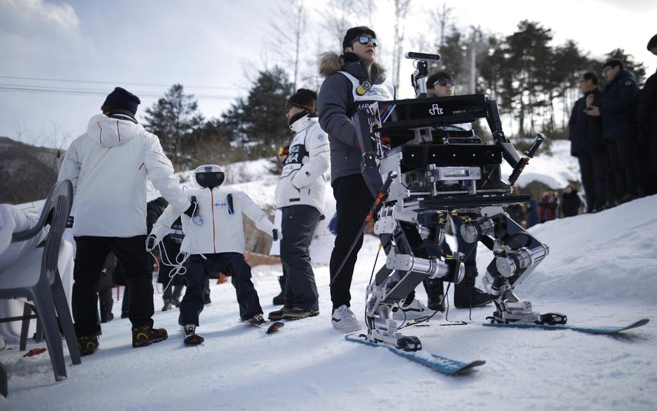 Robot Rudolph takes part in the Ski Robot Challenge at a ski resort in Hoenseong, | Autor: KIM HONG-JI
