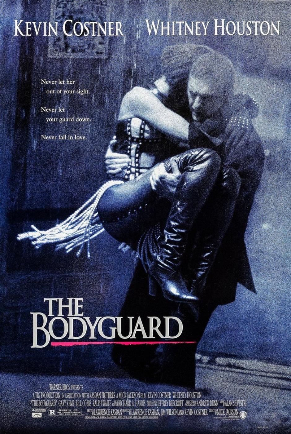 The Bodyguard (1992) directed by Mick Jackson and starring Kevin Costner, Whitney Houston and Gary Kemp. A bodyguard falls in love with a pop singer he is hired to protect against a stalker. | Autor: Profimedia