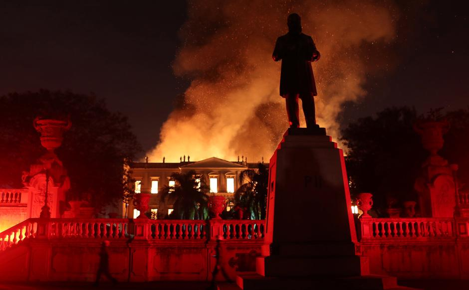 Firefighters try to extinguish a fire at the National Museum of Brazil in Rio de Janeiro | Autor: RICARDO MORAES/REUTERS/PIXSELL/REUTERS/PIXSELL
