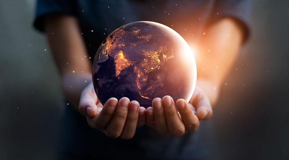 Earth at night was holding in human hands. Earth day. Energy sav | Autor: 123rf