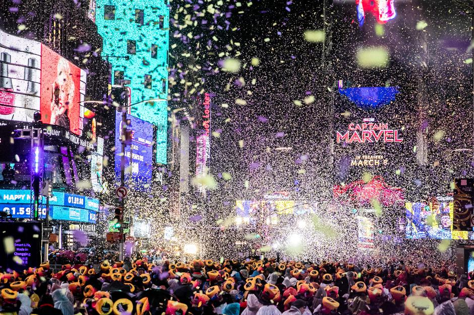 Revelers celebrate New Year's Eve in Times Square in Manhattan | Autor: JEENAH MOON