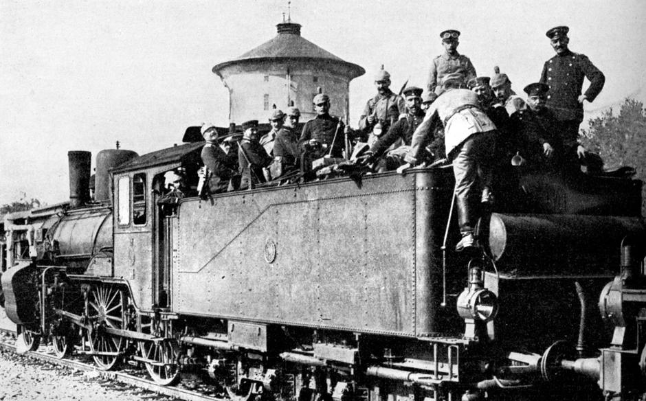 German troops travelling by train to the eastern front, First World War, 1914. | Autor: Profimedia