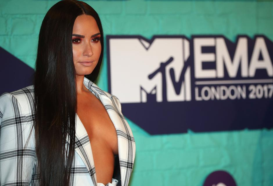 Singer Demi Lovato of the U.S. arrives at the 2017 MTV Europe Music Awards at Wembley Arena in London. | Autor: HANNAH MCKAY/REUTERS/PIXSELL/REUTERS/PIXSELL