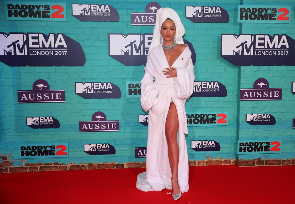 British singer Rita Ora arrives at the 2017 MTV Europe Music Awards at Wembley Arena in London. | Autor: HANNAH MCKAY/REUTERS/PIXSELL/REUTERS/PIXSELL