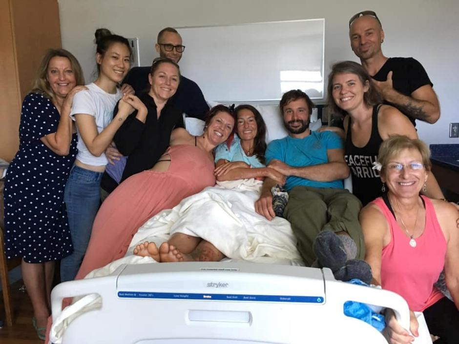 Amanda Eller, a yoga instructor who went missing for 17 days while hiking in Maui's Makawao Forest Reserve, poses for a photo from her hospital bed at Maui Memorial Medical Center in Hawaii | Autor: SOCIAL MEDIA/REUTERS/PIXSELL/REUTERS/PIXSELL