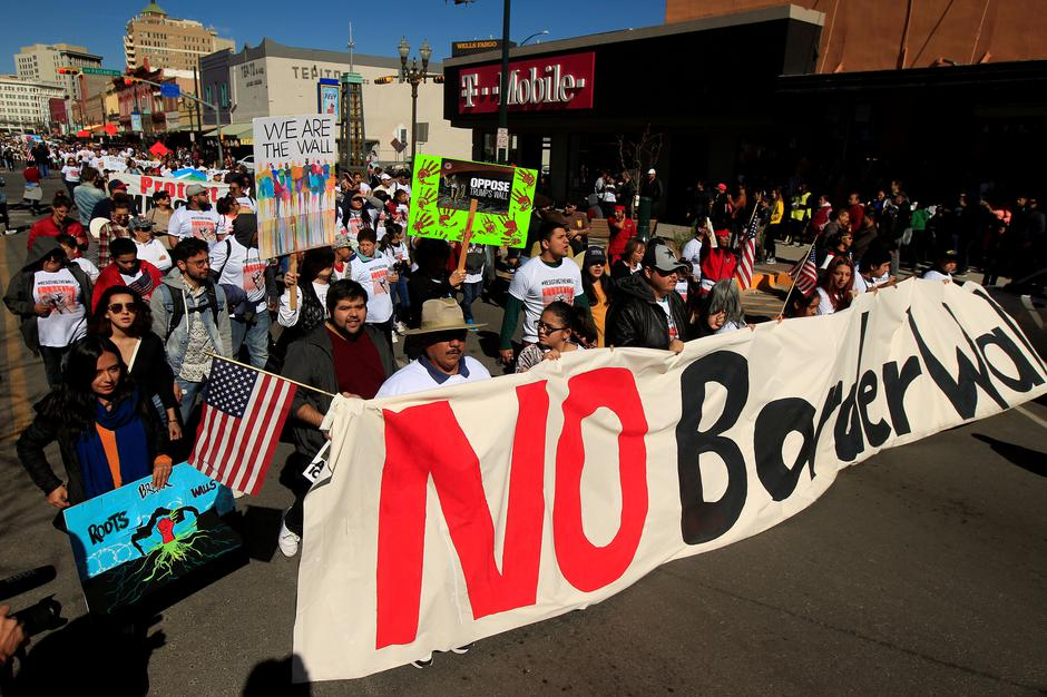 FILE PHOTO: Members of Border Network for Human Rights hold a march to protest against U.S. President Donald Trump's proposed wall, in El Paso | Autor: Jose Luis Gonzalez