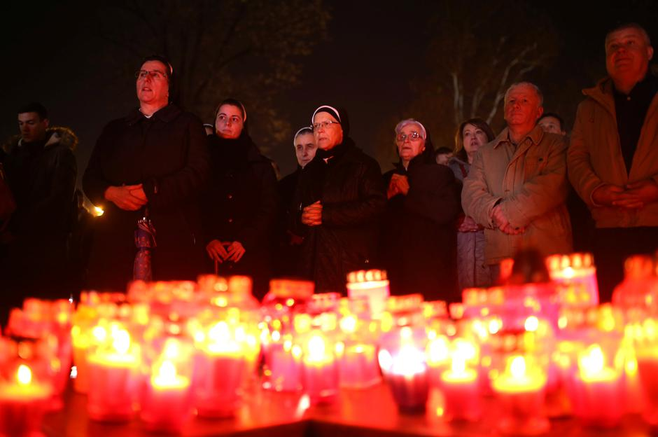 Bosnian Catholic nuns pray and light candles for the convicted general Slobodan Praljak, who killed himself seconds after the verdict in the U.N. war crimes tribunal in The Hague, in Mostar | Autor: DADO RUVIC