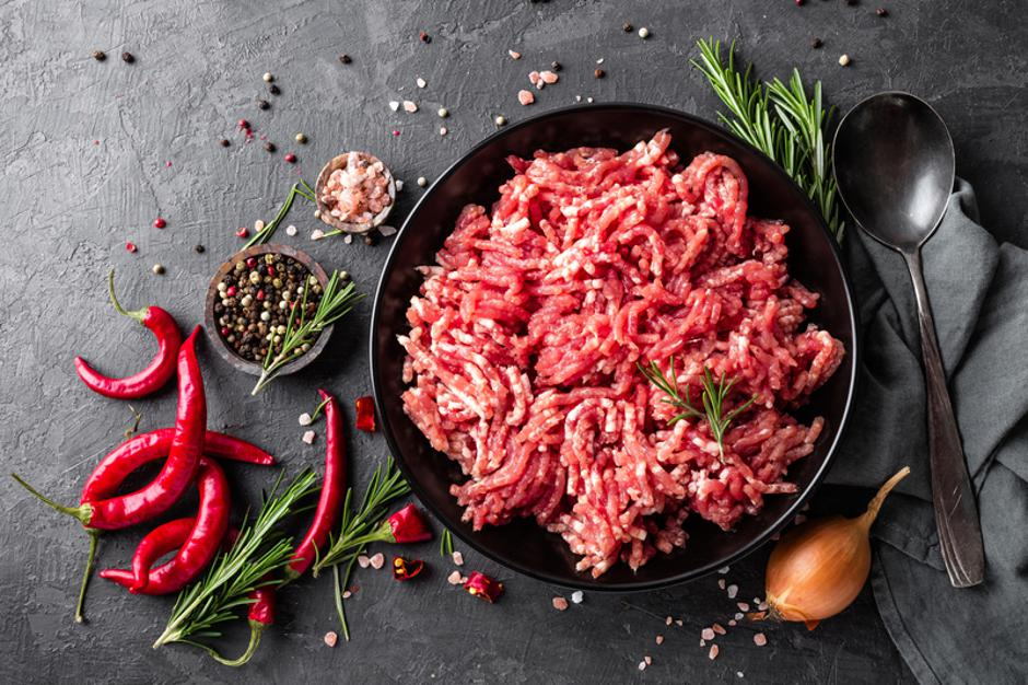 Mince. Ground meat with ingredients for cooking on black background. Top view | Autor: Dreamstime