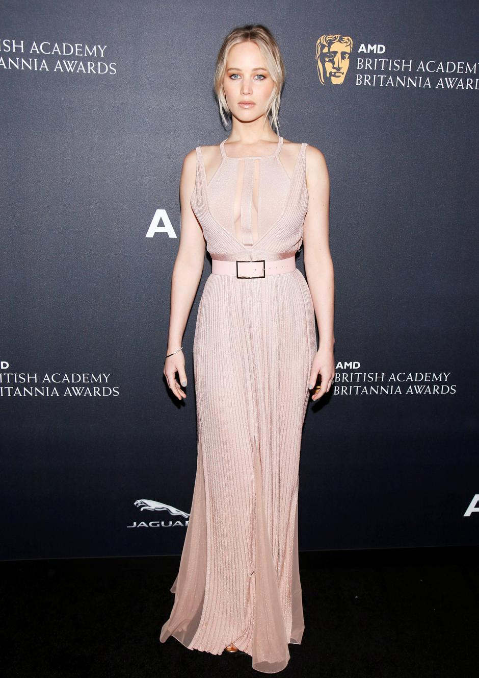 Actor Jennifer Lawrence poses at the British Academy of Film and Television Arts (BAFTA) Los Angeles' Britannia Awards in Beverly Hills | Autor: DANNY MOLOSHOK