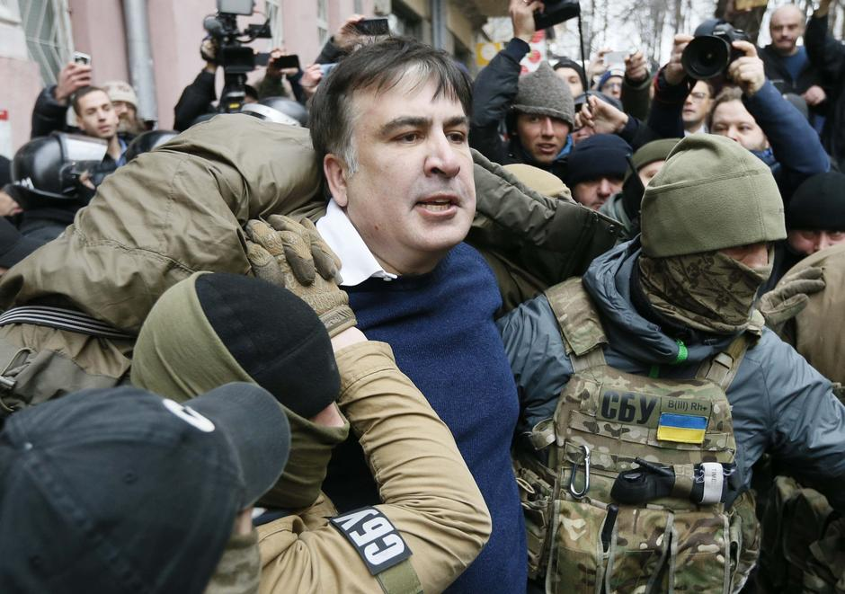 Georgian former President Mikheil Saakashvili is detained by officers of the Security Service of Ukraine, conducting a search of his apartment, in Kiev | Autor: VALENTYN OGIRENKO/REUTERS/PIXSELL/REUTERS/PIXSELL