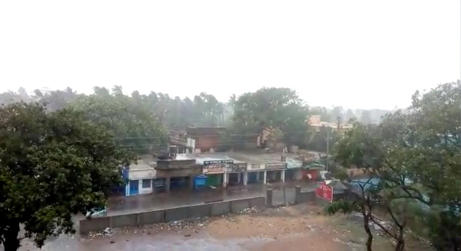 Trees are blown by strong winds ahead of cyclone Fani's landfall in Puri | Autor: SOCIAL MEDIA