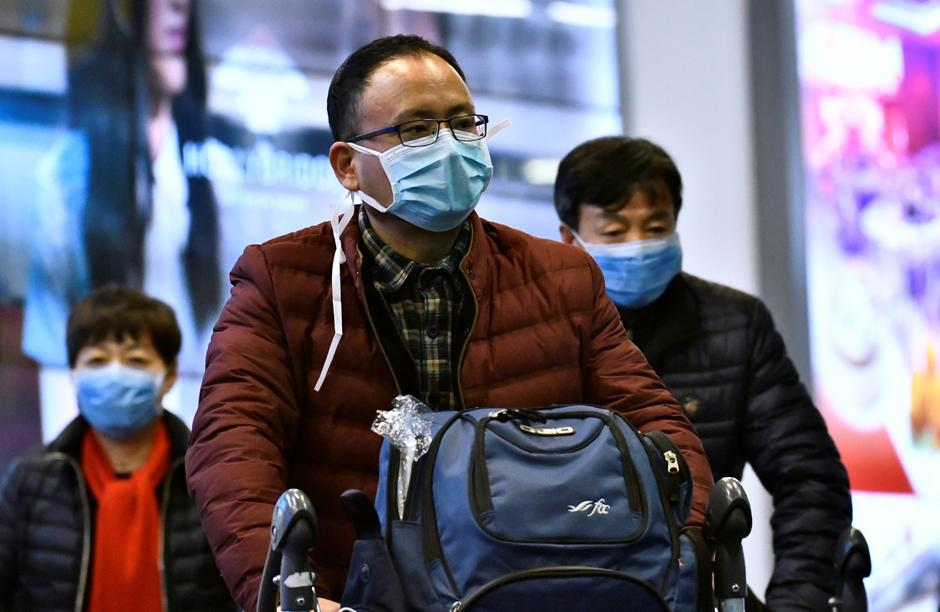 Travellers wearing masks arrive on a direct flight from China at Vancouver International Airport | Autor: JENNIFER GAUTHIER/REUTERS/PIXSELL/REUTERS/PIXSELL