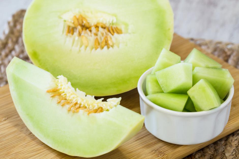 Honeydew Melon On Wooden Cutting Board For Breakfast Food | Autor:
