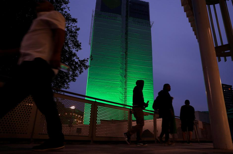 Grenfell Tower is seen covered and illuminated with green light one year after the tower fire in London | Autor: Peter Nicholls/REUTERS/PIXSELL/REUTERS/PIXSELL