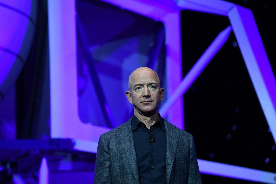 Founder, Chairman, CEO and President of Amazon Jeff Bezos unveils his space company Blue Origin's space exploration lunar lander rocket called Blue Moon during an unveiling event in Washington | Autor: Clodagh Kilcoyne/REUTERS/PIXSELL/REUTERS/PIXSELL