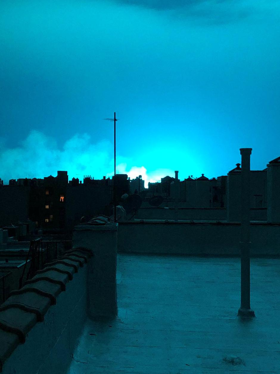Bright blue light is seen after a transformer explosion on Thursday at an electric power station in Queens | Autor: SOCIAL MEDIA/REUTERS/PIXSELL/REUTERS/PIXSELL