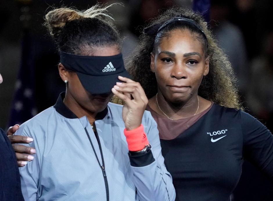FILE PHOTO: Naomi Osaka of Japan cries as Serena Williams of the USA comforts her in New York | Autor: USA Today Sports/REUTERS/PIXSELL/REUTERS/PIXSELL