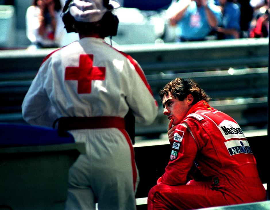 FILE PHOTO: Senna of Brazil is approached by a medic as he sits on the guard rail after crashing in the final practice session for the Monaco Grand Prix | Autor: MAL LANGSDON/REUTERS/PIXSELL/REUTERS/PIXSELL