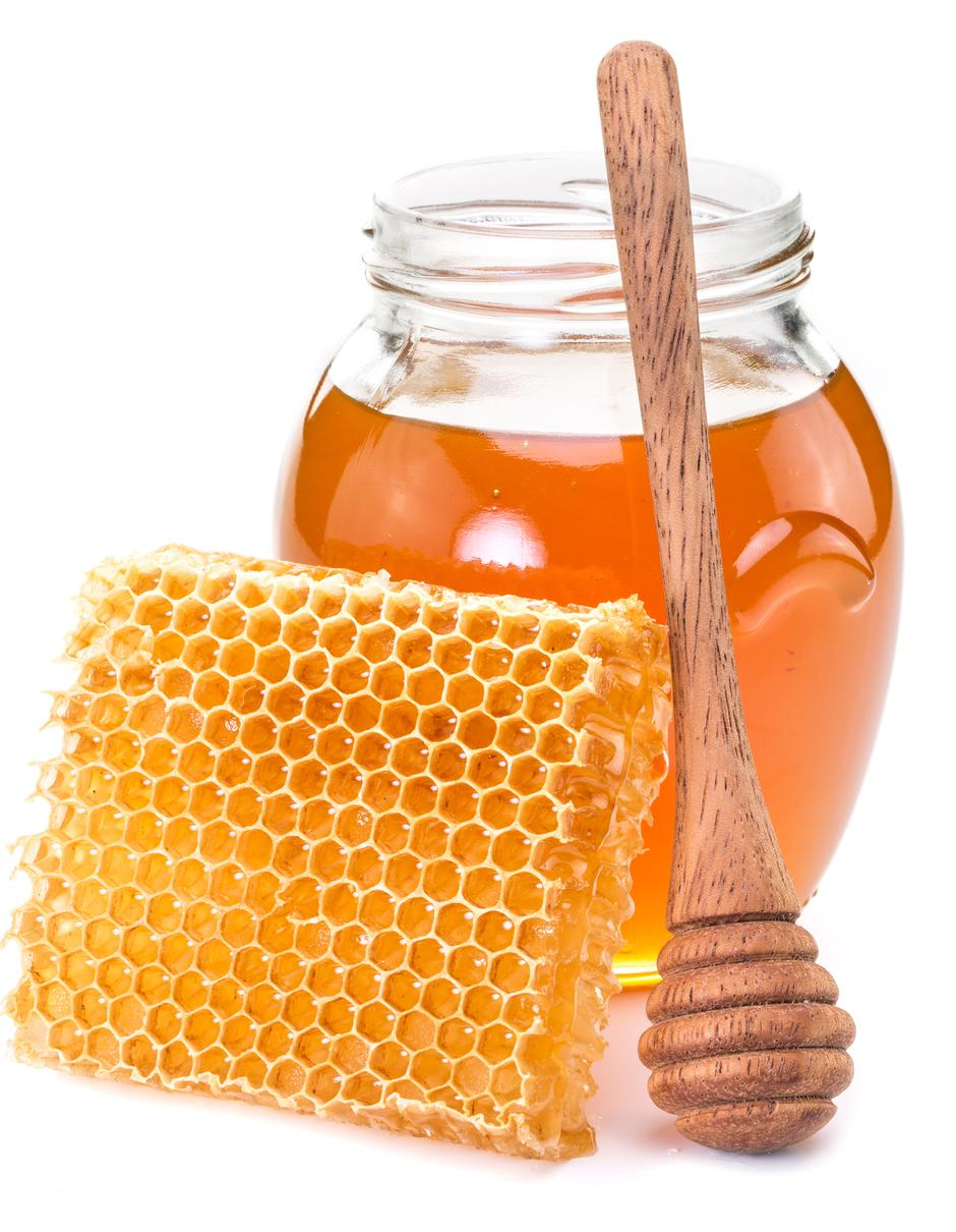 Jar full of fresh honey and honeycombs. | Autor: Valentyn Volkov