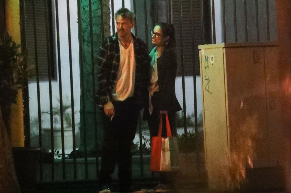 EXCLUSIVE: Actor Matthew Perry makes a rare outing looking disheveled with a mystery women after a romantic low key dinner date | Autor: MEGA / Mega Agency / Profimedia