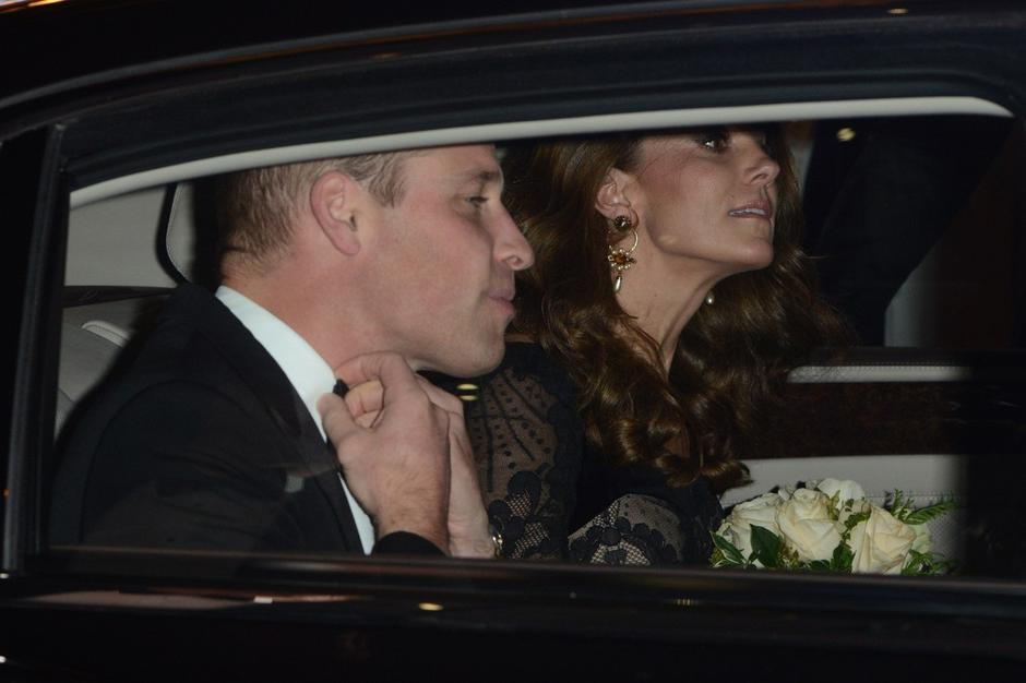 Prince William, Duke of Cambridge and Catherine, Duchess of Cambridge leave The London Palladium after attending The Royal Variety Performance | Autor: BIZI, JUPA
