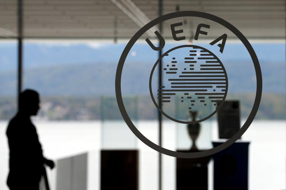 FILE PHOTO: A logo is pictured on UEFA headquarters in Nyon | Autor: DENIS BALIBOUSE/REUTERS/PIXSELL/REUTERS/PIXSELL
