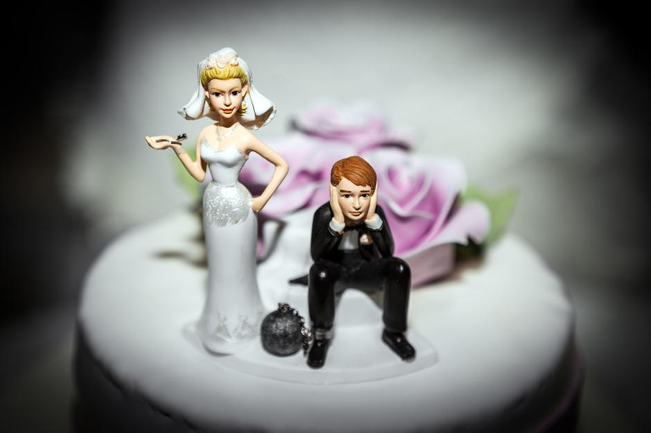 Miniature of Bride and Groom on Wedding cake | Autor: Photographer: Lambros Kazan
