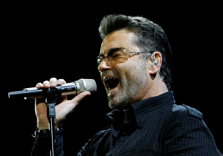"""FILE PHOTO: George Michael performs in concert at the Forum during his """"Live Global Tour"""" in Inglewood   Autor: © Mario Anzuoni / Reuters"""